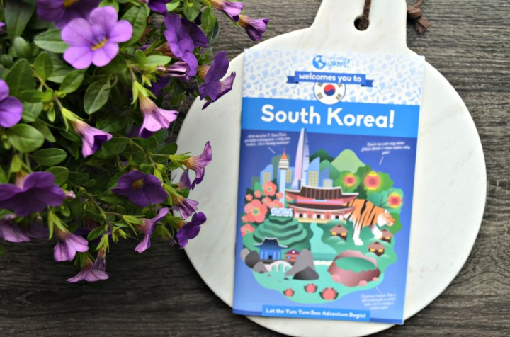 UNIVERSAL YUMS | TRYING SNACKS FROM SOUTH KOREA