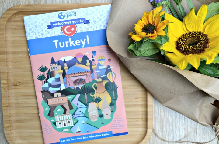 UNIVERSAL YUMS | TRYING SNACKS FROM TURKEY